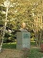 周廷儒院士雕像 - Statue of Academician Zhou Tingru - 2010.11 - panoramio.jpg
