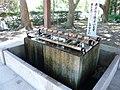 和歌山市秋月 日前神宮・国懸神宮にて手水舎の水盤 2011.7.15 - panoramio.jpg