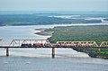 国际客运列车在图们江铁路桥上行驶,离开朝鲜进入俄罗斯 - panoramio.jpg