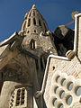 049 Sagrada Família, façana de la Passió, torre i claustre.jpg