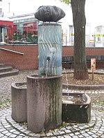 1180 Währinger Straße Kutschkergasse - Brunnen am Kutschkermarkt IMG 5636.jpg