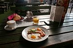 15 Bacon and eggs at Budapest-Keleti 140916.jpg