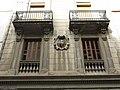 190 Edifici a la plaça de la Vila, 13 (Martorell), detall del primer pis amb escut.jpg