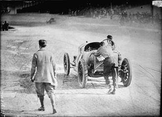 Ralph DePalma - DePalma and his riding mechanic pushing their car at the 1912 Indianapolis 500