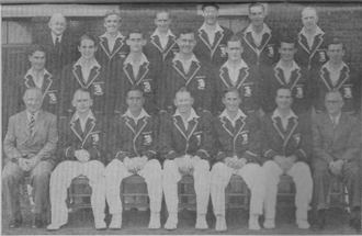 English cricket team in Australia in 1950–51 - The England touring team in Australian in 1950-51 (from left to right): rear row: Bill Ferguson (scorer), Bob Berry, Arthur McIntyre (wk), Trevor Bailey, Gilbert Parkhouse and Eric Hollies; middle row: John Dewes, David Sheppard, John Warr, Alec Bedser, Brian Close, Reg Simpson and Doug Wright; and front row: Brigadier Michael Green (manager), Cyril Washbrook, Denis Compton (vc), Freddie Brown (c), Len Hutton, Godfrey Evans (wk) and John Nash (assistant-manager).