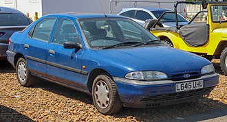 Ford Mondeo - Image: 1994 Ford Mondeo LX 1.8 Front