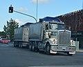 2004 Kenworth T 904 (25097778109).jpg