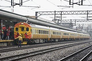 https://upload.wikimedia.org/wikipedia/commons/thumb/b/bd/2011-03-10_British_Lady_in_7776_Cruise_Train.JPG/320px-2011-03-10_British_Lady_in_7776_Cruise_Train.JPG