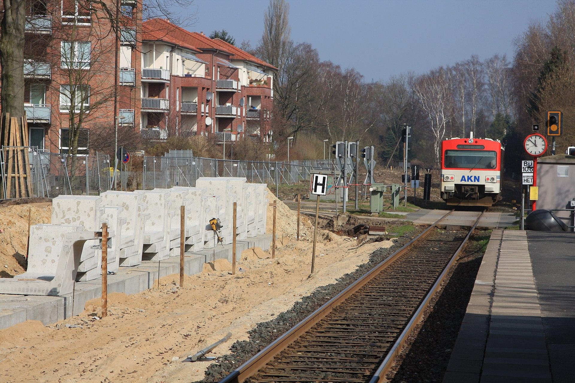 1920px-2012-03-16_AKN_Burgwedel_02.jpg