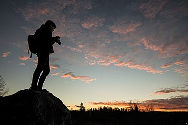 2016-11 photographer facing sunset Chicoutimi.jpg