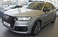 2017 Audi SQ7 Front.jpg