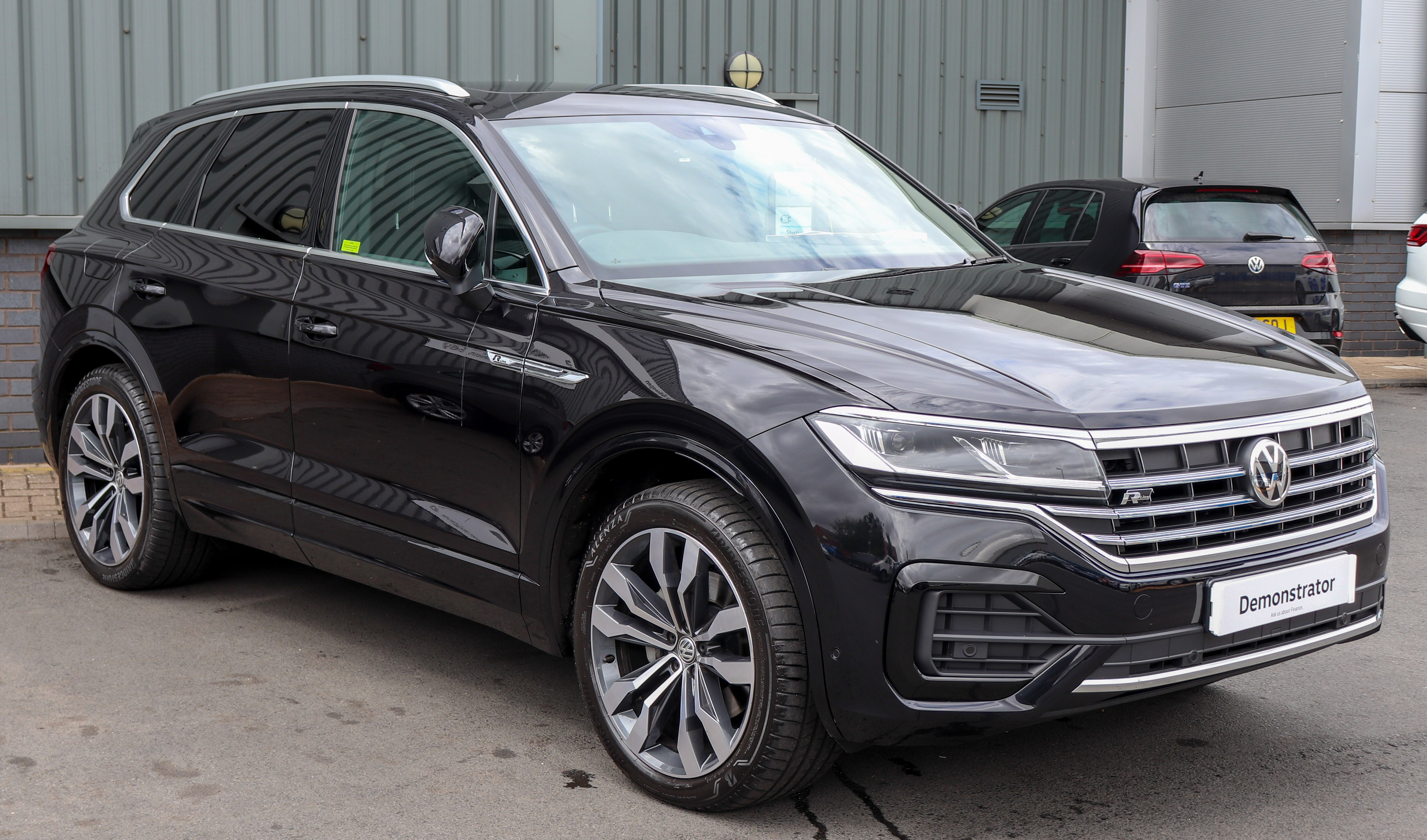 Volkswagen Touareg - The complete information and online sale with free shipping. Order and buy now for the lowest price in the best online store!