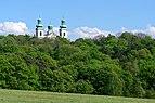 20200502 Wieże kościoła na Bielanach w Krakowie ponad Lasem Wolskim 1518 1660.jpg