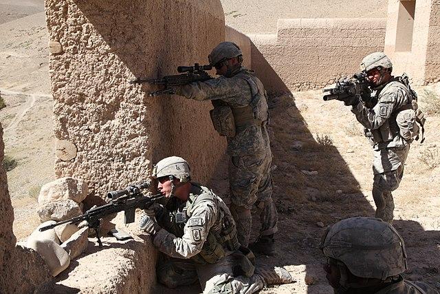 M14 EBR (Enhanced Battle Rifle) 640px-503rd_Infantry_Rgt._prepare_to_engage_enemy_in_Chaki_Wardak_District_2010-09-25