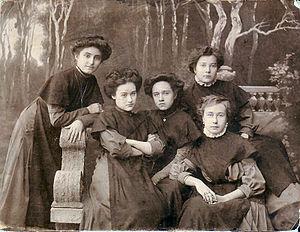 Mariinskaya Gymnasium - 8th year students of the Taganrog Mariinskaya Girls Gymnasium (photo taken in 1910).