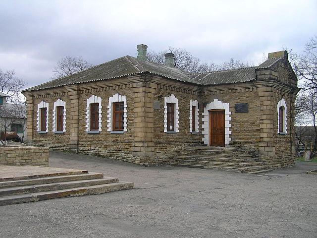 Будинок народної школи, в якій працював Б. Д. Грінченко, © Микита Перегрим, ліцензія CC-BY-SA-4.0