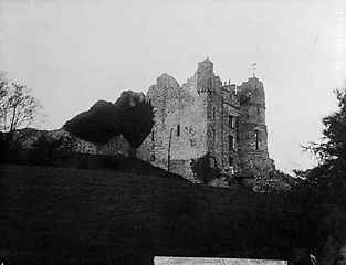 A view of Newport (Penf) castle from the churchyard