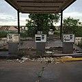 Abandoned gas station (20169683219).jpg