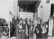 Abdulaziz ibn Muhammad Al Saud met Mubarak Al-Sabah in Koeweit, 1910.jpg
