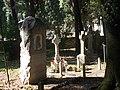 Alcune tombe presso il cimitero della chiesa evangelica.JPG