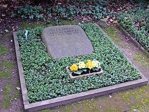 Alexander Mitscherlich (psychologist) - Alexander Mitscherlich's grave at Frankfurt am Main central cemetery