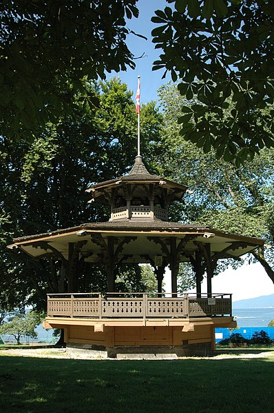 File:Alexandra Park Bandstand 01.jpg