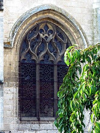 Allery - Image: Allery église (vitrail fleur de lys) 1