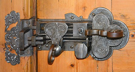 Altes Türschloß.jpg