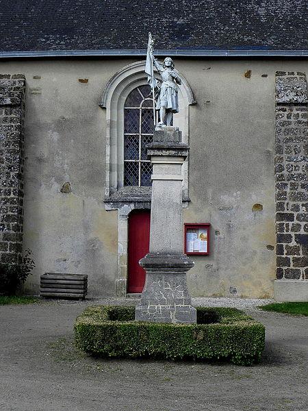 Monument aux morts d'Ampoigné (53).