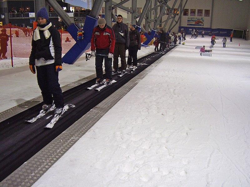 File:Anfaengerpiste Snowdome Bispingen 2008 PD 36.JPG
