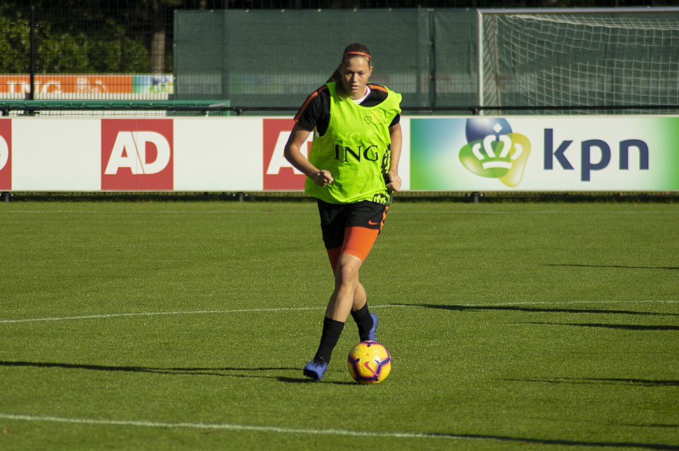 Anouk Dekker training with Netherlands in 2018