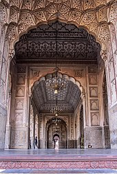 Picture Tiles For Walls >> Badshahi Mosque - Wikipedia