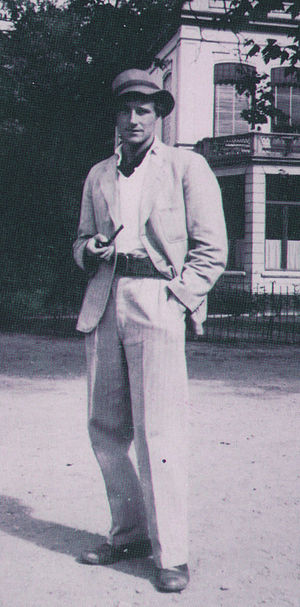 Anton Heyboer - Anton Heyboer in 1946 on the Dreef in Haarlem wearing a suit he bought from the proceeds of his first art show in Assen