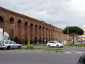 Aqua Alexandrina - Aqua Alexandrina crossing Viale Palmiro Togliatti where the arches are the highest