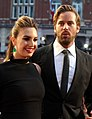 Armie Hammer and Elizabeth Chambers (30325930985) (cropped 2).jpg