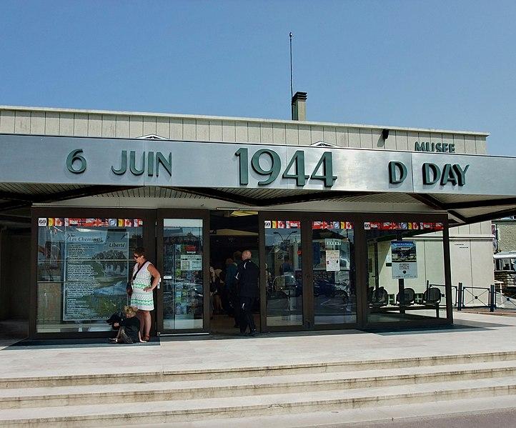 File:Arromanches-les-Bains, Frankreich02.jpg