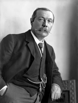 Портрет на Артър Конан Дойл от Уолтър Бенингтън, 1914 г.