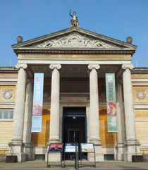 Ashmolean Museum Entrance March 2015.png