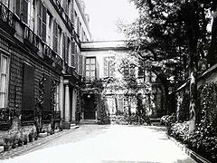 Atget - Pavillon at 20 Rue Jacob.jpg