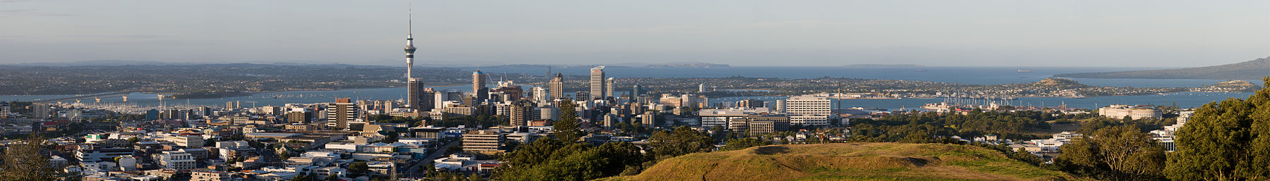 Central Auckland, Waitemata Harbour, North Shore (middle distance)