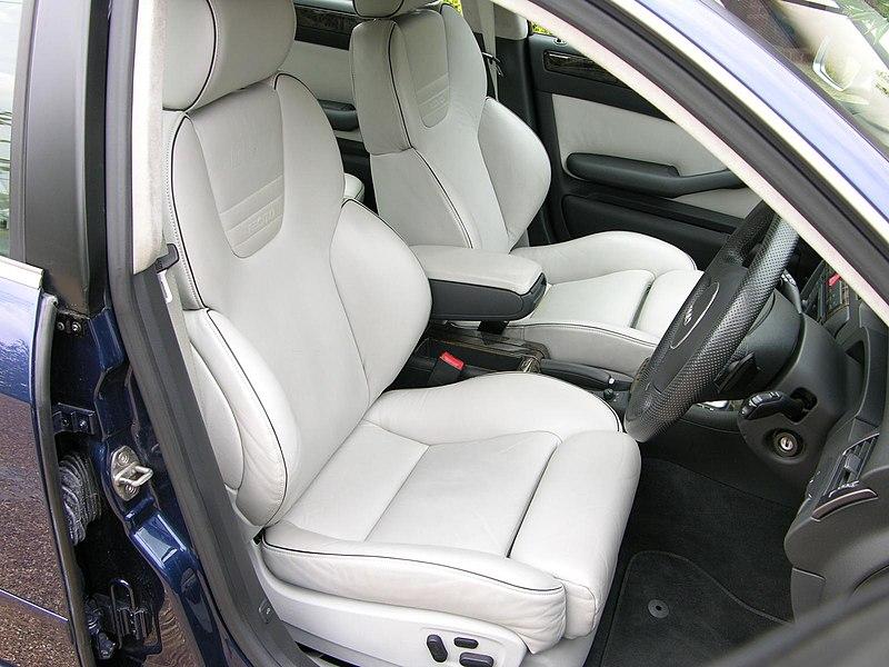 800px-Audi_RS6_C5_Int%C3%A9rieur.jpg