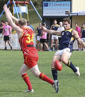 One percenter (Australian rules football) - A player in red preparing to try and smother the kick from the player in blue