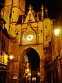 Auxerre Uhrturm bei Nacht 4.jpg