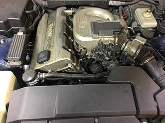 BMW M44 - Image: BMW 1998 318ti engine bay