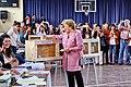 Bachelet votando presidencial 2013.jpg