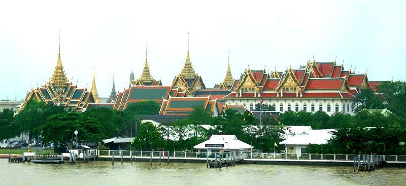 Fichier:Bangkok GrandPalace from River.jpg