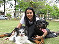 Beatriz Duarte e seus cães Lancelot e Mookie.JPG