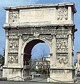 Benevento-Arco di Traiano.jpg