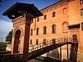 Bentivoglio - Palazzo Rosso Entrata con accesso con ponte sul Navile.jpg