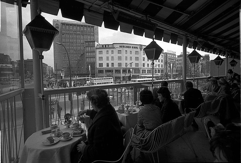File:Berlin Kurfürstendamm Café Kranzler 061074b.jpg